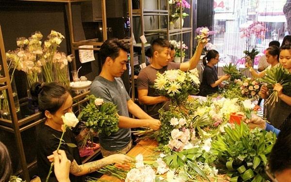 Tham gia các lớp học cắm hoa cơ bản