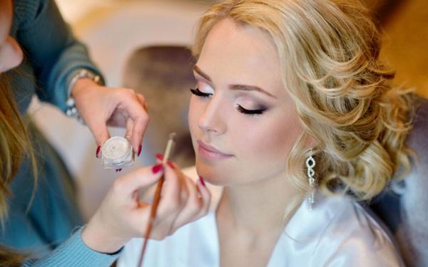 Làm giàu với nghề make-up