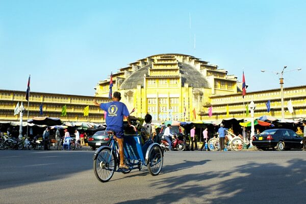 Chợ hàng thùng ở Campuchia