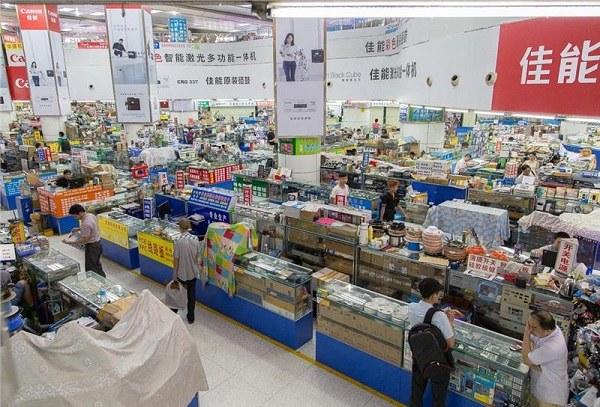 Các quầy hàng điện tử tại chợ Thâm Quyến