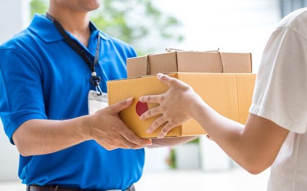 Thuyết phục khách hàng nhận hàng