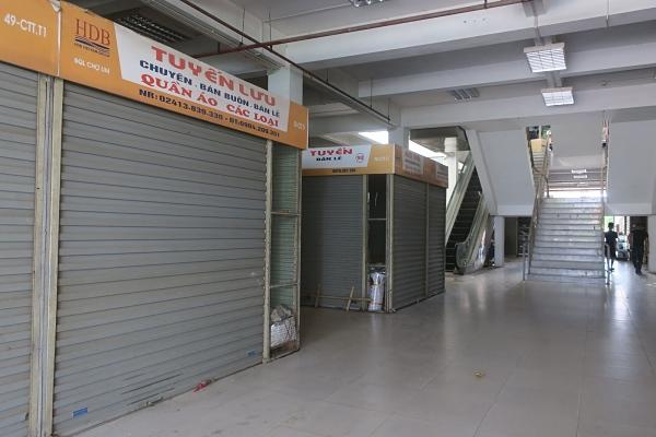 Thực trạng các quầy hàng quần áo tại chợ Lim