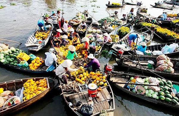 Chợ đầu mới lấy sỉ nổi trên sông Cái Răng tại Cần Thơ