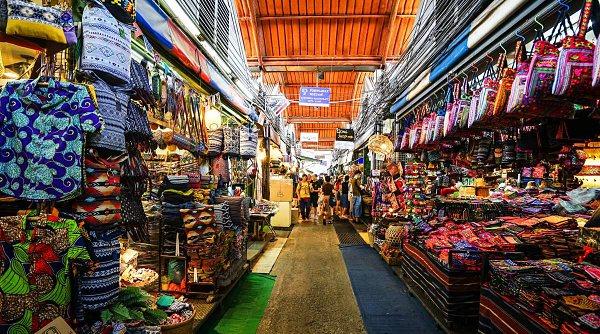 Một gian hàng trong chợ sỉ quần áo BoBae