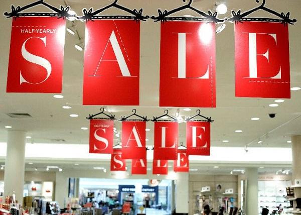 Một cửa hàng đang giảm giá