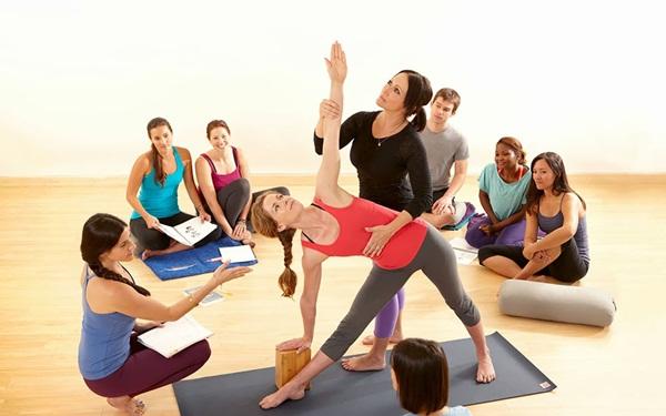 Cách kiếm thêm thu nhập tại nhà - Huấn luyện viên Yoga