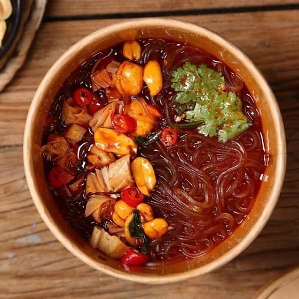 Đồ ăn vặt Trung Quốc có cảm giác chua cay, thơm ngon, lạ miệng