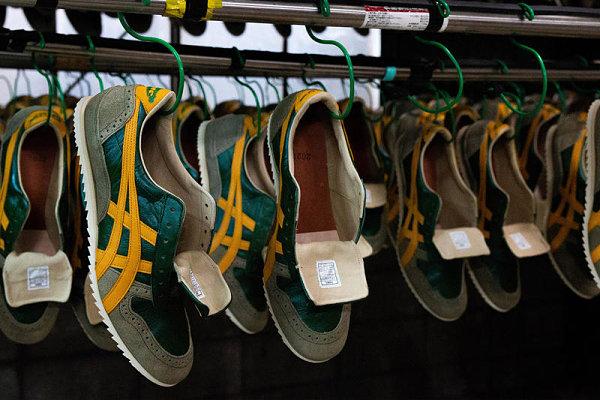 Sneaker được sản xuất tại một nhà máy Trung Quốc