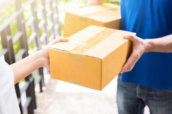 Nhận hàng tận nhà khi gửi hàng tại bưu điện
