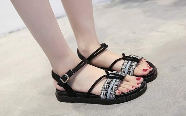 shop bán giày sandal xuất khẩu nổi tiếng