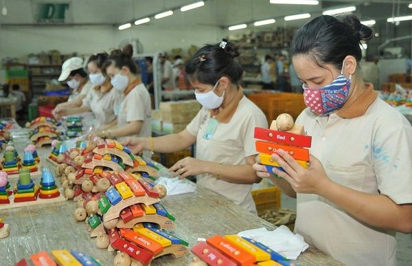 Bên trong một công ty sản xuất đồ chơi ở Việt Nam