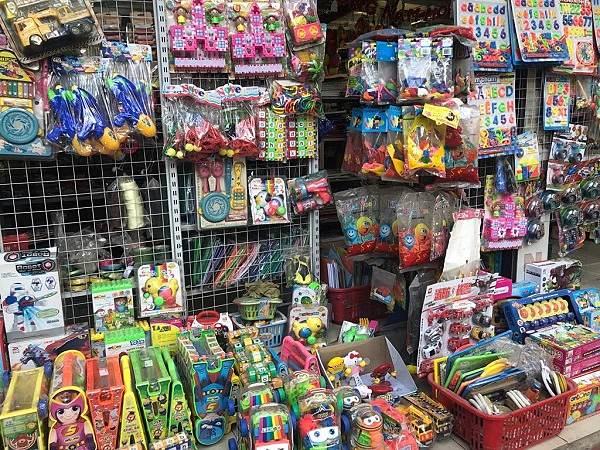 Nguồn hàng đồ chơi trẻ em tại chợ