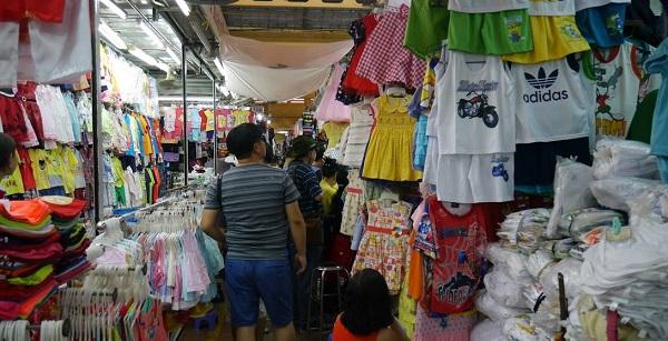 Cách bố trí quần áo đánh lừa thị giác người mua hàng