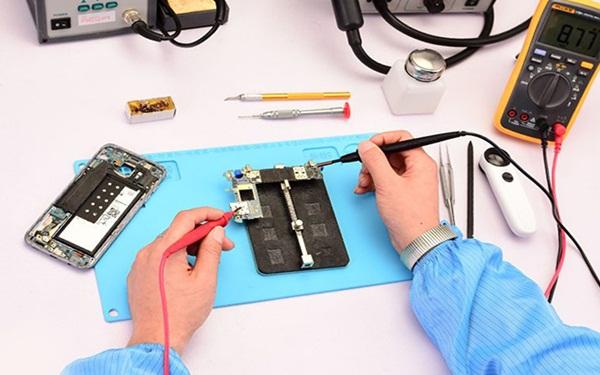 Vốn ít nên kinh doanh gì? - Mở tiệm sửa chữa Smartphone