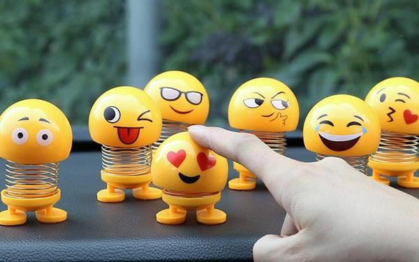 """Dòng sản phẩm thú nhún lò xo emoji """"hot trend"""" 1 thời"""