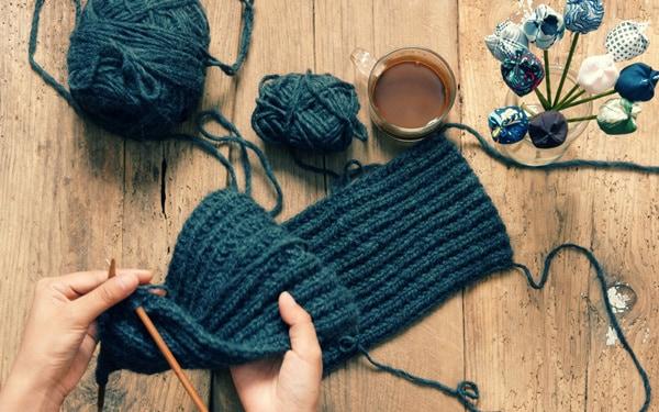 Học sinh kinh doanh các sản phẩm handmade bằng len do tự tay mình đan