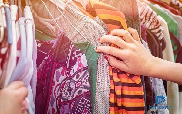Mở cửa hàng kinh doanh quần áo cũ (đồ secondhand)