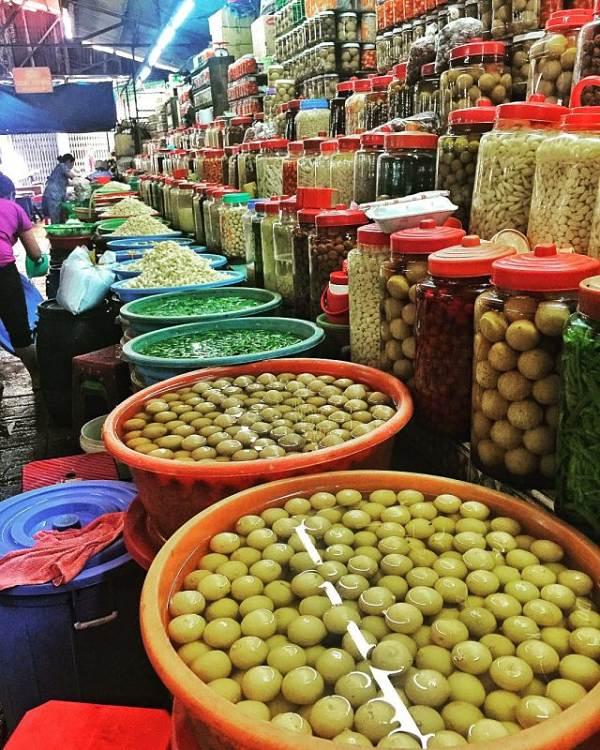 Chợ Bình Tây bán đa dạng các mặt hàng