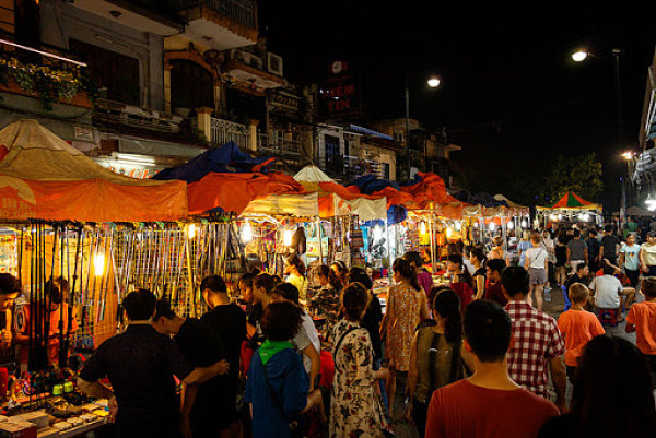 Chợ Bình Tây về đêm
