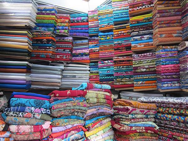 Một sạp hàng tại chợ Tân Định