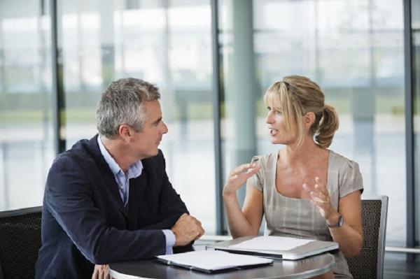 Cho nhân viên cơ hội giải thích giúp họ cư xử đúng đắn hơn với lãnh đạo