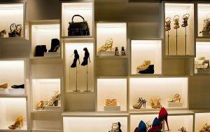 Trưng bày đẹp mắt là kỹ năng bán hàng giày dép hút khách