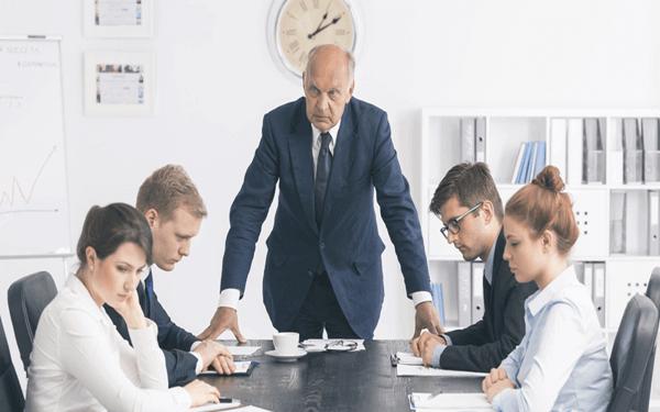 Làm sếp không nên quá nghiêm khắc