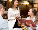 Phục vụ chu đáp là bước quan trọng trong quy trình chăm sóc khách tại nhà hàng