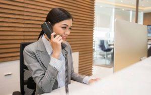 Tạo giọng điệu khi nói là điều cực kỳ cần thiết trong kỹ năng thuyết phục khách hàng mua bảo hiểm qua điện thoại