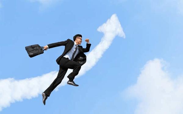 Làm lãnh đạo hay nhân viên có thể đi xa và đi nhanh hơn?
