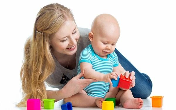 Cách kiếm tiền dành cho các mẹ bỉm sữa - Trông trẻ tại gia