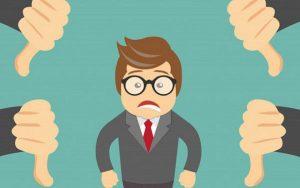 Sếp mới không đáng tin cậy là một trong những yếu tố khiến nhân viên không phục