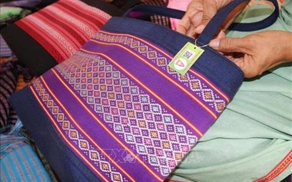 Kinh doanh các sản phẩm truyền thống đẹt từ thổ cẩm