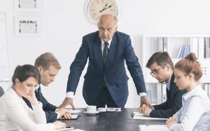 mâu thuẫn sếp và nhân viên