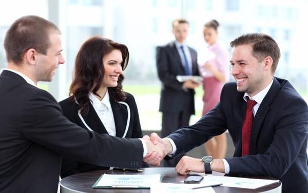 Thuyết phục khách hàng khó tính - vỏ quýt dày có móng tay nhọn