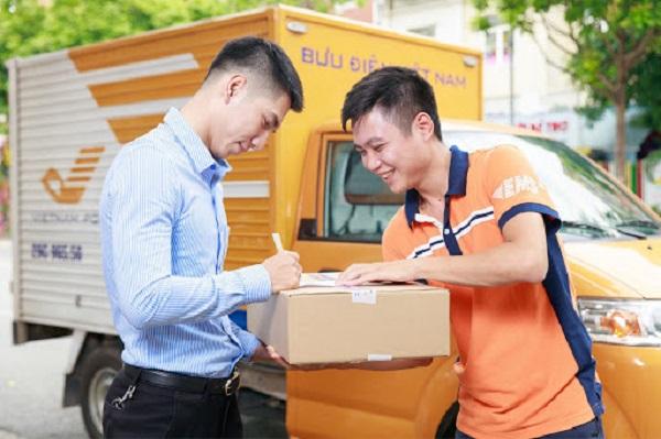 Dịch vụ COD đang rất phổ biến trong giao dịch online