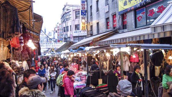 Nhập hàng giá gốc tại một chợ sỉ của Trung Quốc