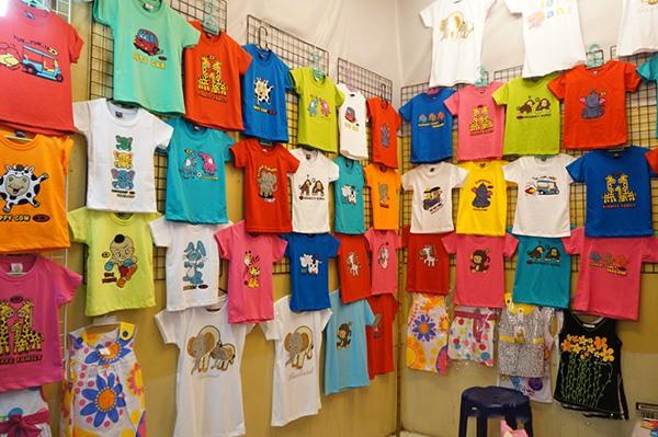 Chợ quần áo trẻ em Thái Lan