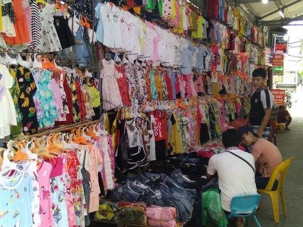 Chợ bán buôn quần áo trẻ em